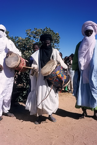 http://www.transafrika.org/media/Niger/tuareg.jpg
