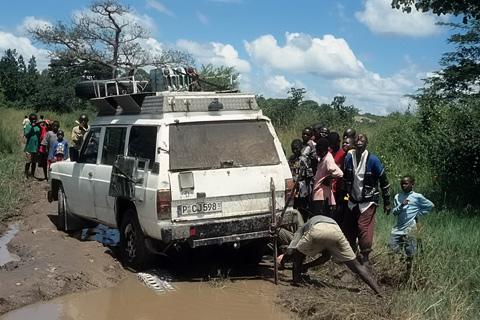 http://www.transafrika.org/media/Sambia/schlammpiste.jpg