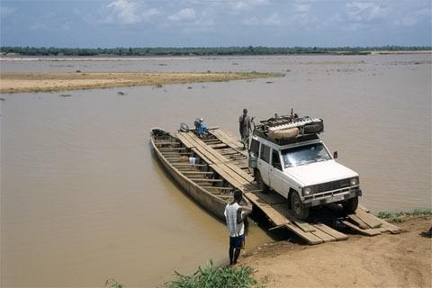 http://www.transafrika.org/media/nigeria/autofaehre-nigeria.jpg